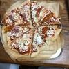 コストコのピザの切り分け。