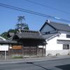 西町通りの相川考古館の建物
