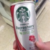 レッドブルを約62本、モンスターエナジーを約35本程度飲むとカフェイン致死量と言われている5〜10gの領域に到達する。