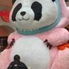 圧倒的な存在感で上野駅中央改札前でお出迎えするパンダ!