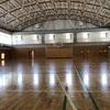 体育館で運動