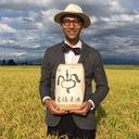 農業のイメージを変えるスーツ農家 サイトウキヨトがつくる「家福来米」
