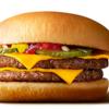 au、「三太郎の日」10月特典のご案内-マクドナルドのダブルチーズバーガーもらえる-