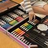 絵を描く道具「145ピース」が詰まった宝箱♡ プレゼントに「画材」のススメ。