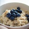 【低GI】ダイエットや美肌にも?栄養満点オートミールでとろーりあったか朝食♡