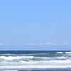 自分流「旅のスタイル探し」。「波を想って、空を想って、自然の青の不思議な魅力の海辺を想う昼下がり」の巻。