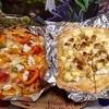 シンプルなピザとデザートピザ