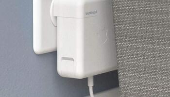 MacBookやiPadのApple純正電源アダプタを横向きで使用出来るアダプタ!省スペースで便利かも!