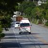那覇市真嘉比と松川の境の路上で殺人事件!男性死亡、場所はどこ?犯人は逃走中か?