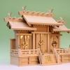 屋根違い三社と神殿ガラスケースの組み合わせ