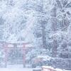 京都・小野 - 白銀の世界に差す朱色 岩戸落葉神社の冬景色