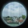 丸い窓からの遠景は 美術館3Fにて!