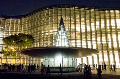 【夜の美術館でプロポーズ】僕がプロポーズ場所として「国立新美術館」を選んだ理由。