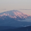 朝日あたる鳥海山