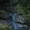 毘沙門の滝(岡山県) ~清水が二条になって流れる美瀑~