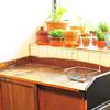 台所に「ゴミ置場」をつくりました。ゴミ箱も消しました。「古物の水屋箪笥」