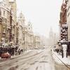 雪の思い出と雪だるまとスコップとシャベル