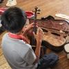 4年生の音楽.        Geigenspiel der 4Klasse