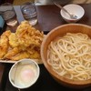 【今日の食卓】近所の丸亀製麺に来たら1日で釜揚げうどん半額の日だった。
