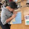 6年生:図工 版画を彫り進める