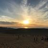 日本海へと日が沈む、夕暮れの鳥取砂丘は美しかった
