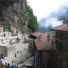 【スメラ修道院】トルコ東部の岩壁にたたずむ、秘められた遺跡