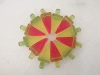 ロッテ「スイカ&メロンバーグミ」が楽しい。スイカバーで簡単に円が作れるぞ!