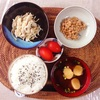 鶏肉ともやしの和え物、小粒納豆。