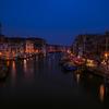 黄金色から漆黒へ様変わり。ヴェネツィア散策は夜がロマンチック