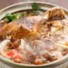 肉や骨、あらゆる部位から旨みが染み出す「純系名古屋コーチン丸鶏鍋」