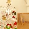 埃まみれになりがちなクリスマスツリー。メンテナンスが楽な素材に替えて気軽に楽しむ。