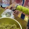 子ども園で味噌作り体験!