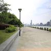 浦東側の黄浦江沿いを東方明珠まで散歩