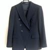 最初に持つべきは黒の上質なジャケット