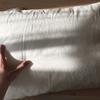 無印良品で枕を新調しました。真っ白な枕。