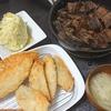 あじフライ、まぐろの血合煮物、味噌汁、キャベツの漬物