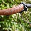 大切なロードやクロスバイクに傷が。自転車室内保管のススメ。