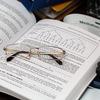 行政書士試験は社会人でも合格できる!独学のメリット&デメリットを解説!
