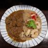 【七日カリー】弁天町の七日カリーさんでお肉がおいしいと特製ビーフとエスニックなシーフードロードを頂く。