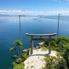 【滋賀】竹生島を訪れたら絶対やりたい「かわらけ投げ」!琵琶湖に突き出た鳥居をかわらけがくぐれば願いが叶う!?
