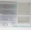 ダイソーの突っ張り棒とカラーボードで棚を作れば、ニトリの積み重ねボックスが置けますよ