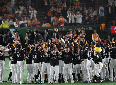 Fukuoka SoftBank HAWKS Win Third Consecutive Japan Series Pennant