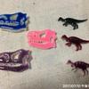今日の恐竜バッチ新色登場!