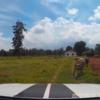 タイ東北部イサーンの田舎にある農場のアプローチからの動画をご覧ください。