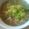 サッポロ一番塩らーめんで作った野菜たっぷりタンメン風 より。