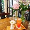 韓国でひとりカフェ 弘大(ホンデ)  flower cafe Lovin' her(フラワーカフェ・ラビンハー)/플라워카페 러빈허