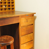 古道具 机が4500円!【要チェック】お金をかけずにオシャレ家具でインテリアを楽しむ人が通うお店