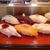小樽駅中の立ち食い伊勢鮨はミシュラン1つ星の名店。是非ご賞味を。
