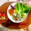 鶏唐揚げ、マカロニサラダ、粉吹き芋、ピクルス