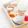 《珈琲とデザイン》猿田彦珈琲のバレンタイン2021、赤色をベースに可愛いイラストが描かれた限定コーヒー